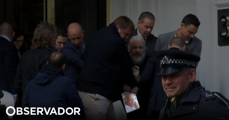 Assange tinha um livro nas mãos quando foi preso. Porquê?